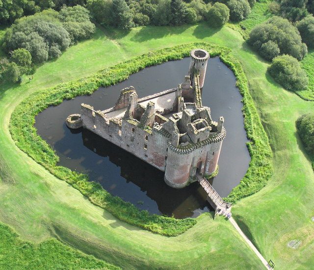 Caerlaverock_Castle_from_the_air_1